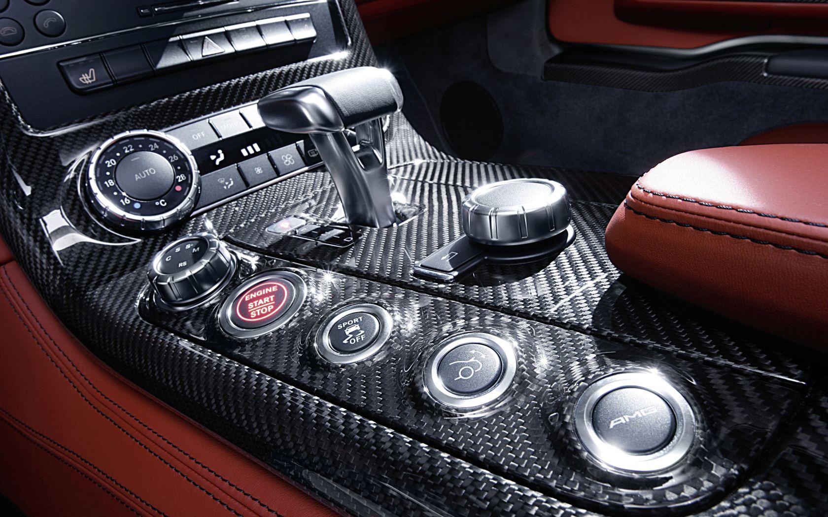 2010 SLS AMG rot Interieur 2 - Mercedes-Benz Wallpaper - MB-Wallpaper.de